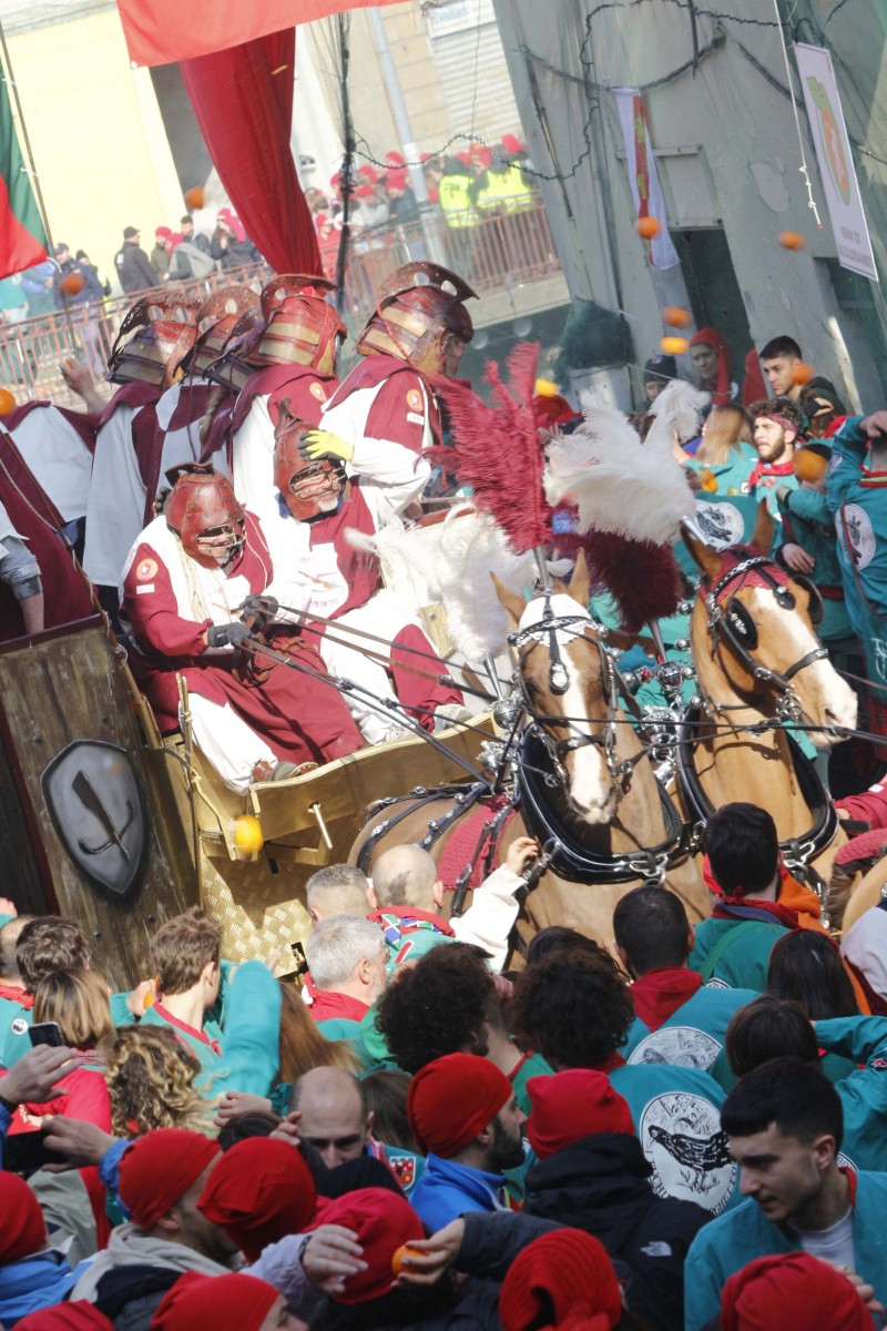 Карнавал в Иврее